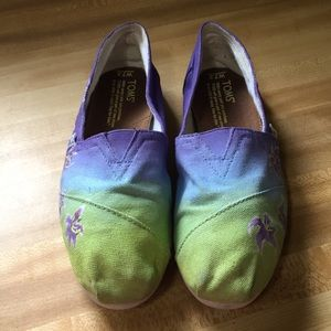 Toms Purple and green flower painted slip on